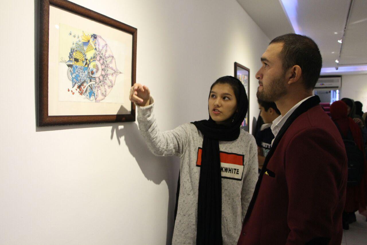 باشگاه خبرنگاران -سومین نمایشگاه نقاشی «سه خواهر نوجوان افغانستانی» افتتاح شد