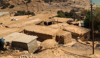 باشگاه خبرنگاران -مردم این روستا از ترس خراب شدن سقف خانهشان، در چادر زندگی میکنند!
