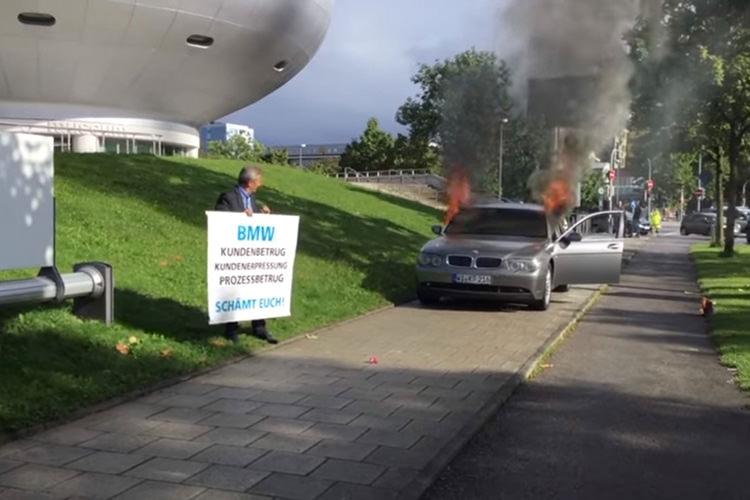 باشگاه خبرنگاران -ایرانی که به نشانه اعتراض خودروی BMW خود را به آتش کشید+فیلم
