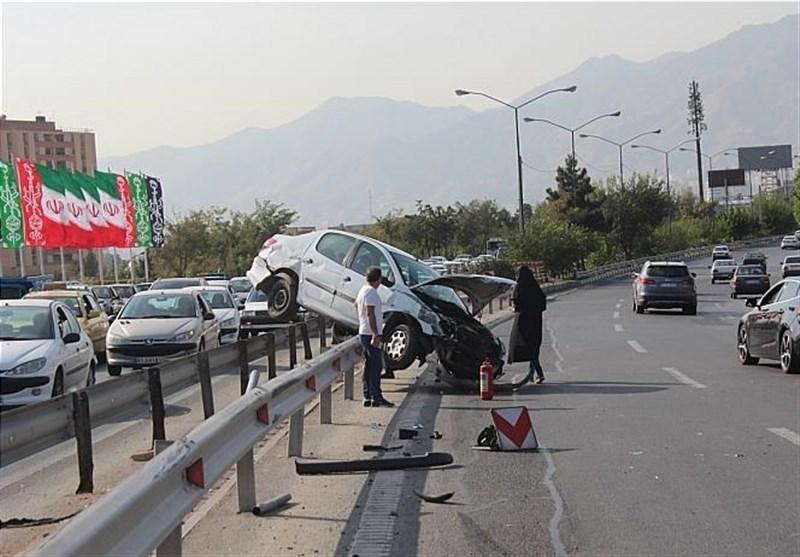 برخورد پژو 206 با گاردریل در بزرگراه شهید بابایی + تصاویر