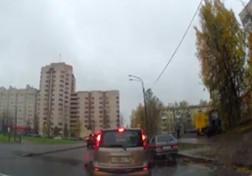 باشگاه خبرنگاران - تصادف وحشتناک دختر جوان با خودروی شاسی بلند + فیلم