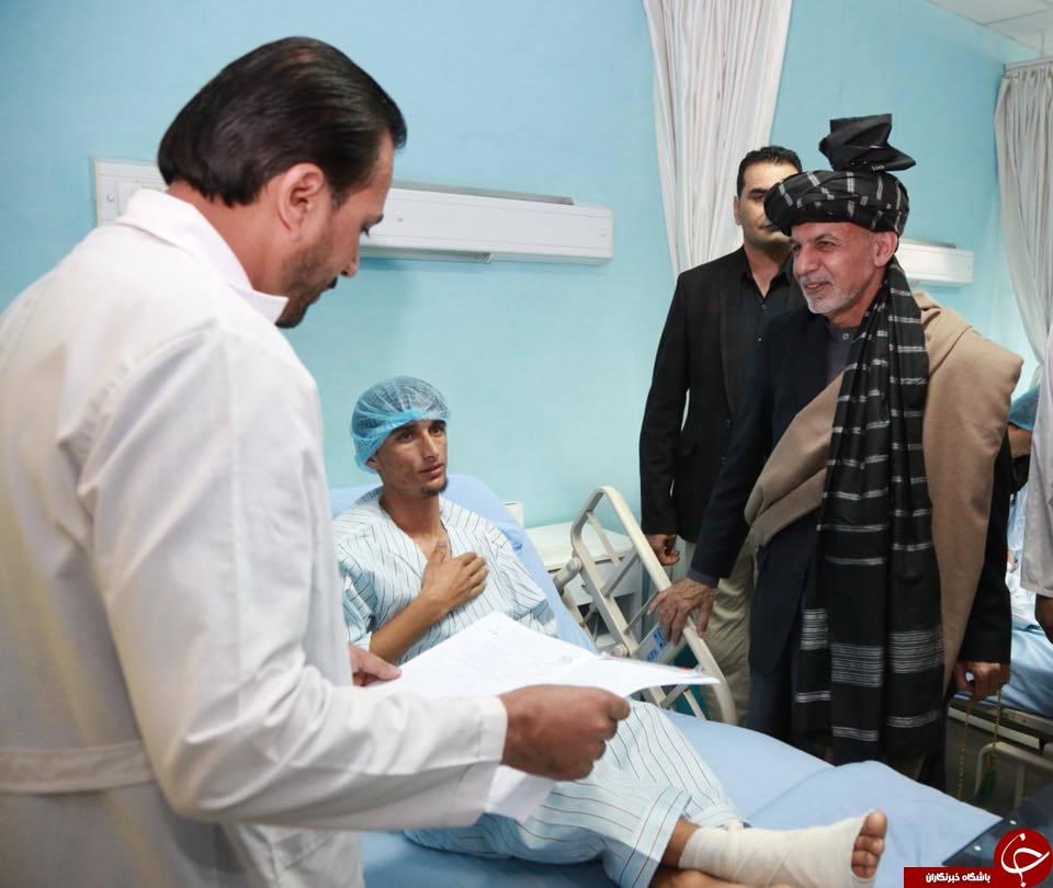 عیادت و کمک نقدی اشرف غنی به مجروحین حمله پکتیا + تصاویر