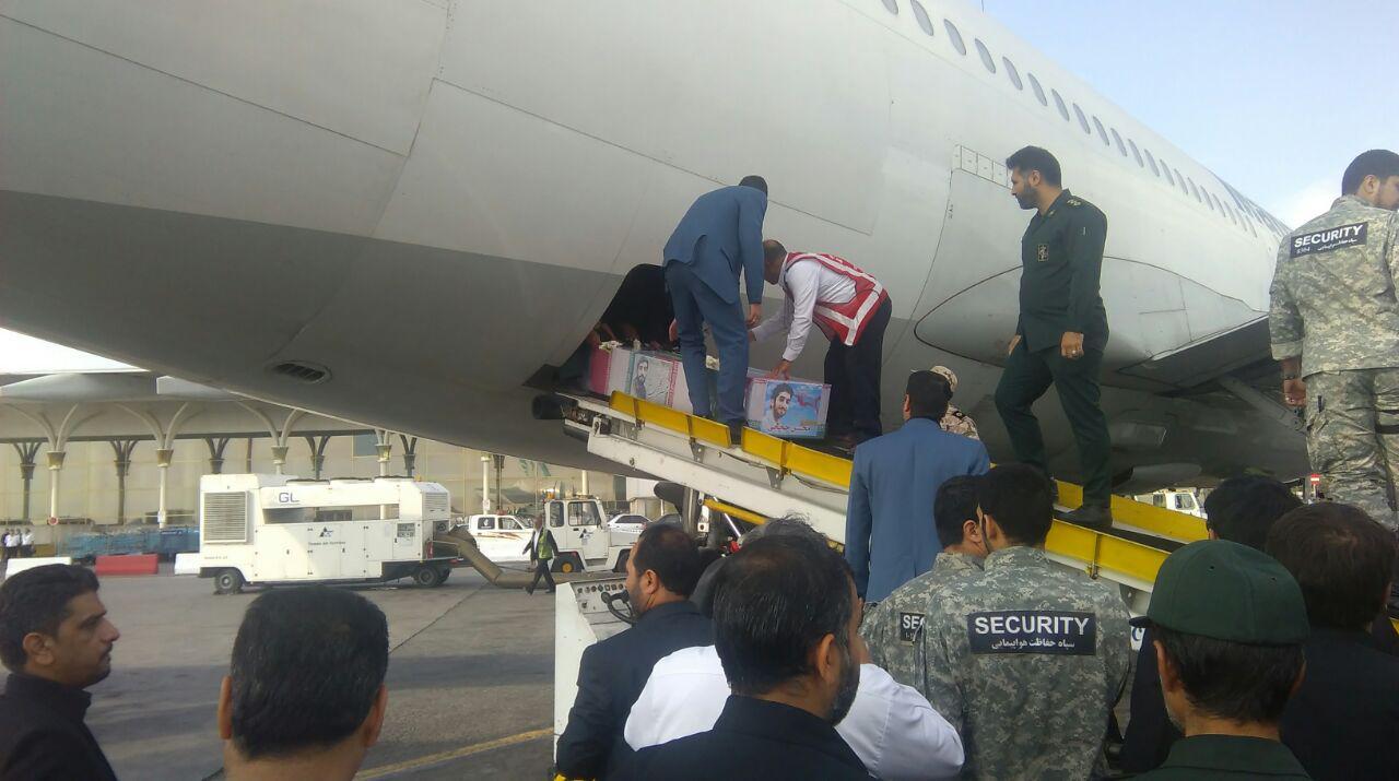 پیکر شهید حججی وارد فرودگاه مشهد شد+ تصاویر