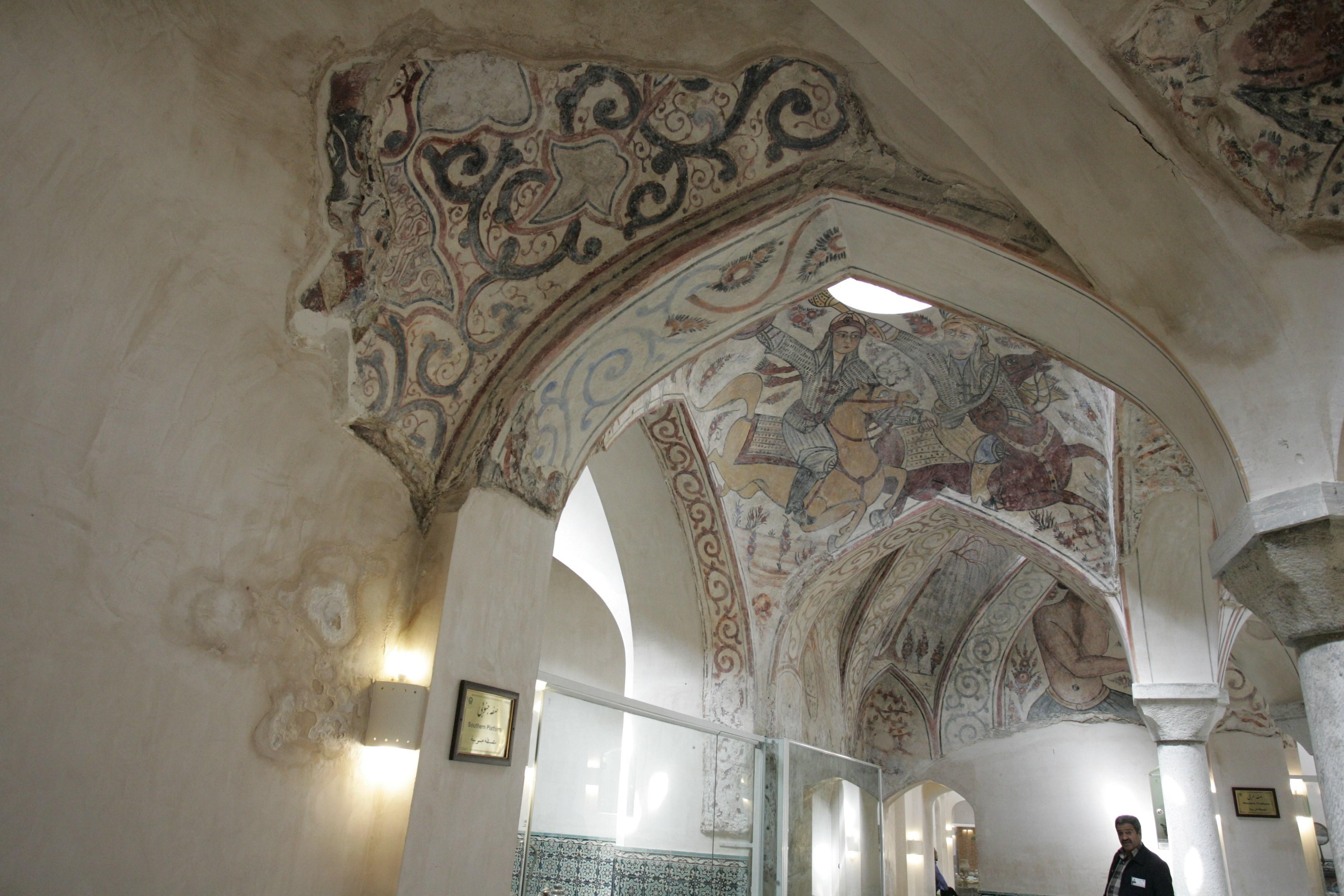 حمامی ۴۱۲ ساله وقفی با ۱۳ لایه نقاشی + تصاویر