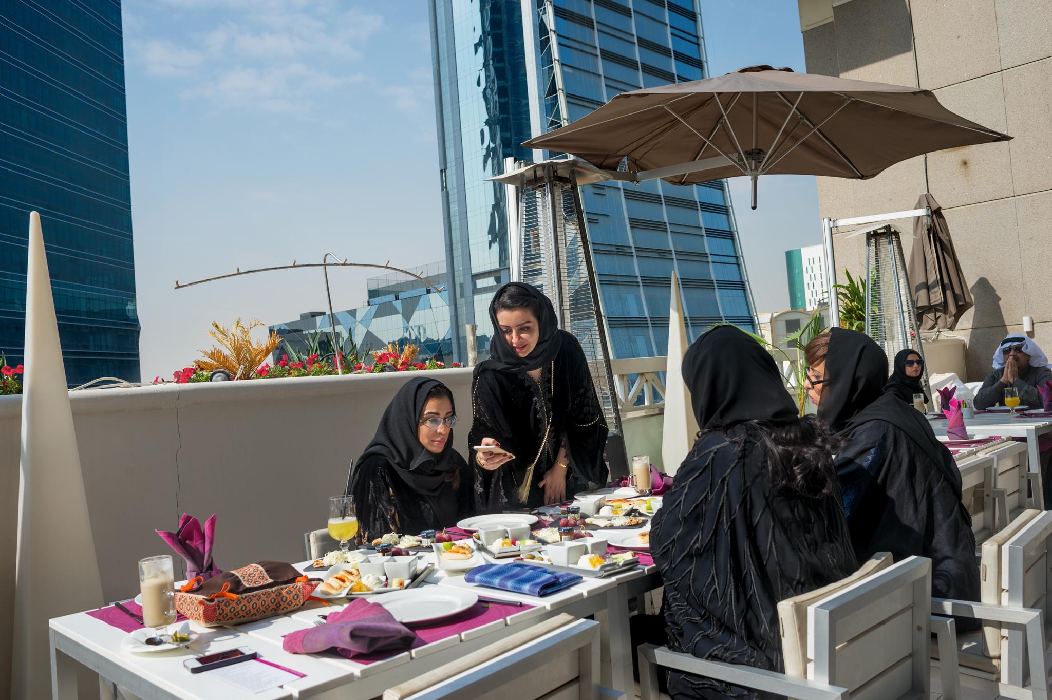 دلیل سنتشکنیهای اخیر عربستان درباره زنان چیست؟+ تصاویر