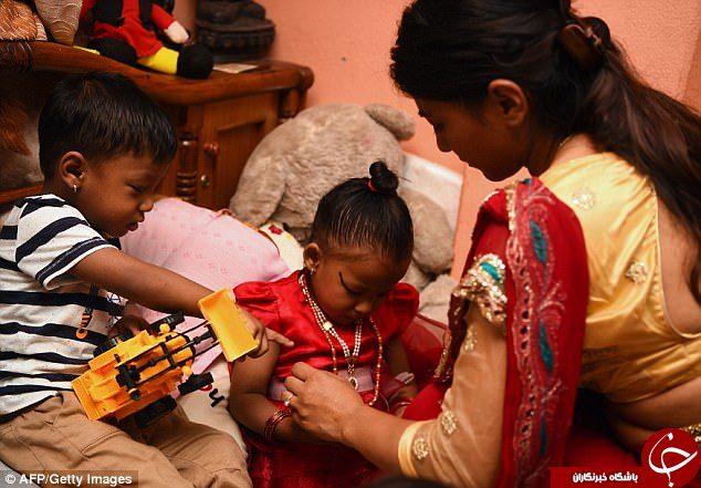دختر 3 ساله الهه زنده نپالی ها شد+فیلم و تصاویر
