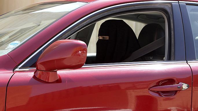 وزیر کشور عربستان: لغو ممنوعیت رانندگی زنان باعث کاهش تصادفات میشود