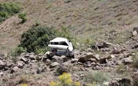 سقوط خودرو به دره با دو مصدوم