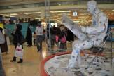 باشگاه خبرنگاران -روز پر رفت و آمد چهرههای سیاسی/ ازدحام جمعیت ظریف را از نمایشگاه مطبوعات فراری داد!
