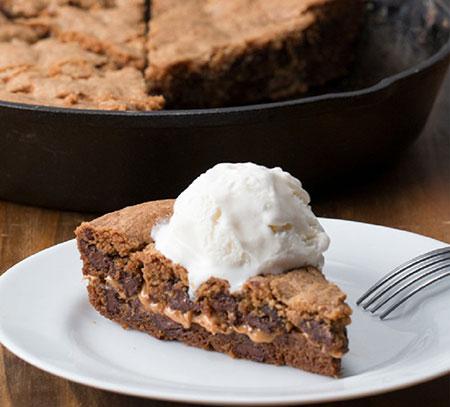 طرز تهیه کیک شکلاتی با کرِم بادام زمینی