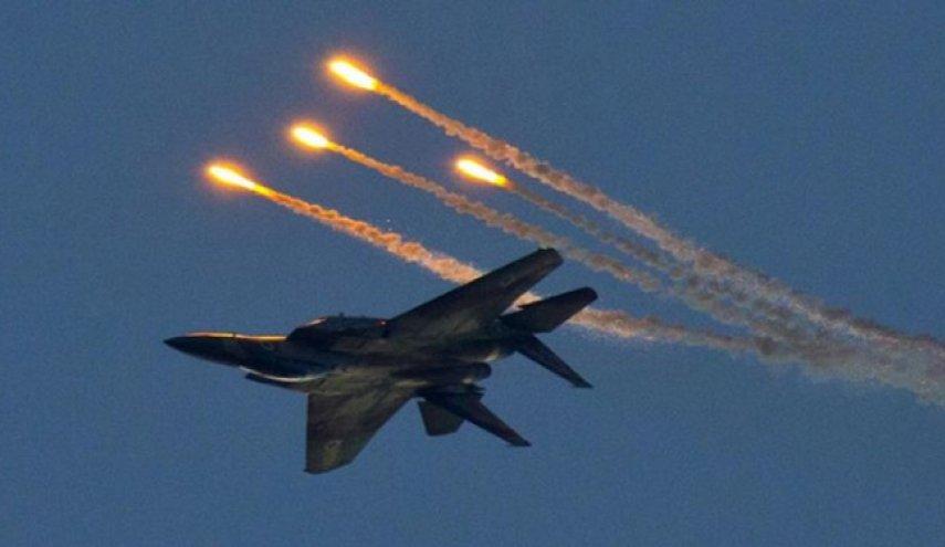 حمله جنگنده های اسراییل به حمص/ یک جنگنده اسراییلی را هدف قرار داد