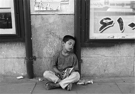 بار سنگین فقر بر شانه های نحیف کودکان کار