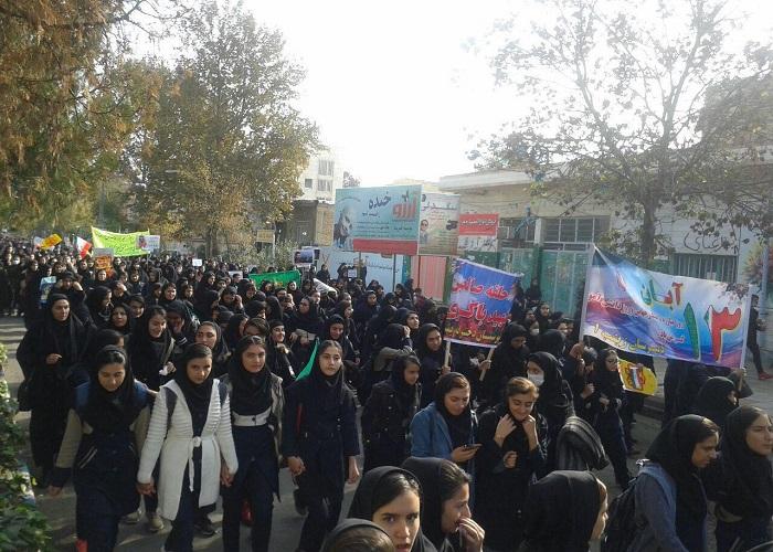 راهپیمایی یوم الله 13 آبان در شهرستان پارس آباد