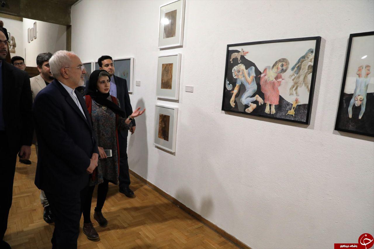 بازدید «ظریف» از آثار هنرمندان افغانستانی در نمایشگاه نیمروز + تصاویر
