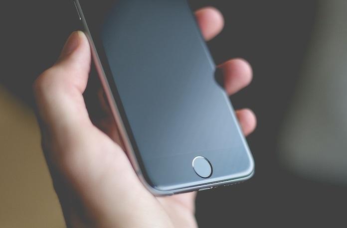 گوشیهای 2018 اپل با صفحه نمایش OLED عرضه میشود