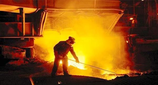 بیکار کردن کارگران کارخانه های فولاد،منطقی نیست