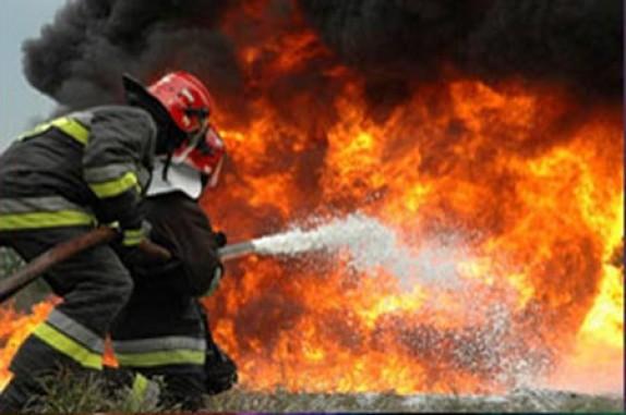 آتش سوزی در کارگاه مواد شیمیایی در روشن دشت اصفهان/۸ آتش نشان مصدوم شدند