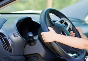 جنجال رانندگی بچه 4 ساله در اتوبان!