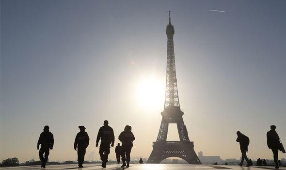 داعش در سالروز حمله تروریستی به پاریس، کودکان این شهر را تهدید کرد+پوستر