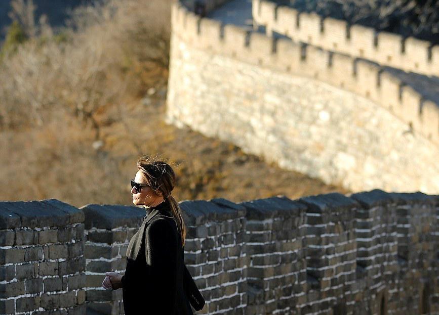 قدم زن ملانیا ترامپ روی دیوار چین+تصاویر
