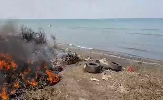 همسایگی زباله و دریا در سرخرود + فیلم