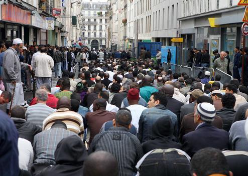 تظاهرات راستگرایان فرانسه، علیه برگزاری نماز جمعه در خیابان