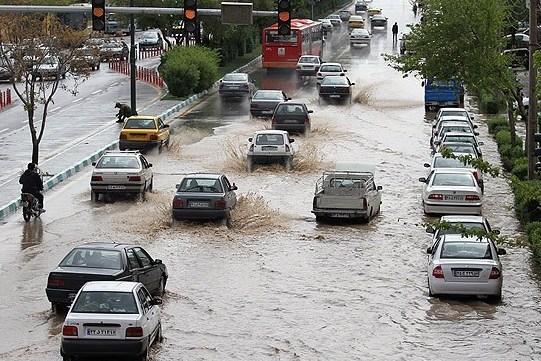 آبگرفتگی معابر شهری مازندران درپی بارشهای رگباری