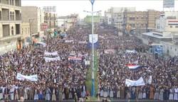 تظاهرات گسترده یمنیها علیه عربستان در برابر دفتر سازمان ملل در صنعا+ فیلم