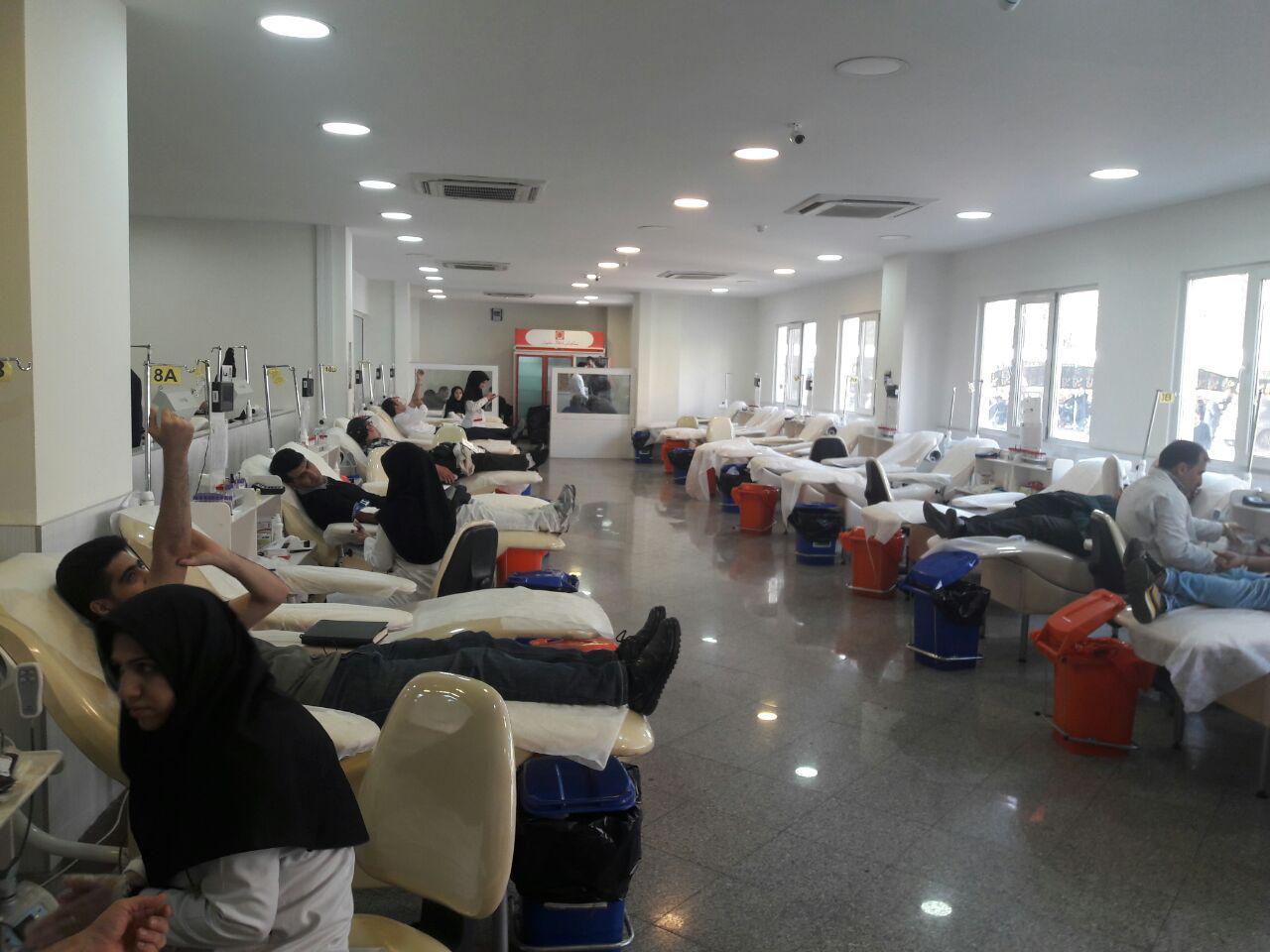 حضور خودجوش تهرانیها برای اهدای خون به زلزلهزدگان + تصاویر