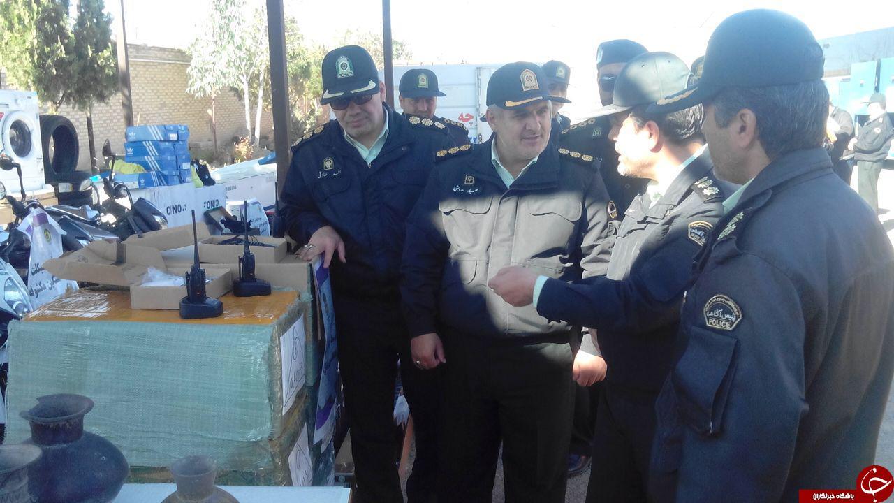 بازدید جانشین فرماندهی نیروی انتظامی استان از کالاهای قاچاق کشف شده