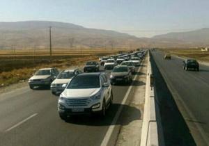 معابر منتهی به استان کرمانشاه باز است/ محدودیت تردد وسایل نقلیه شخصی به مناطق زلزله زده