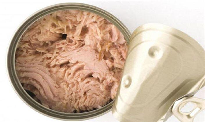 کشف 20 تن کنسرو مرغ فاسد در تاکستان