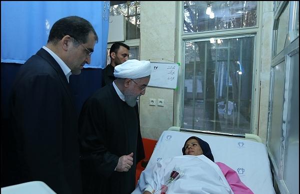با حضور در بیمارستان طالقانی کرمانشاه؛ روحانی از مصدومان زلزله عیادت کرد/تاکید رئیسجمهور بر تسریع در روند درمان حادثهدیدگان+ تصاویر