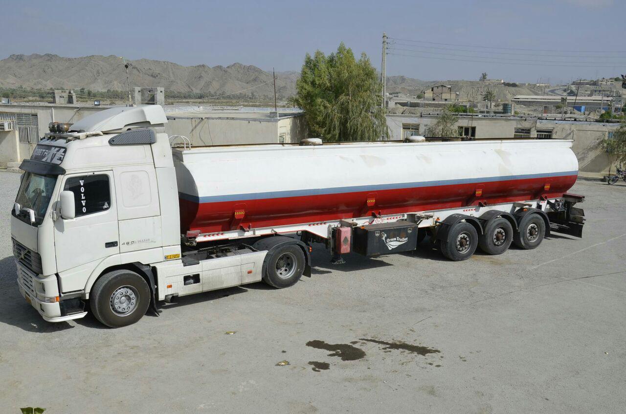 توقیف کامیون حامل ۲۰ هزار لیتر سوخت قاچاق در سرباز