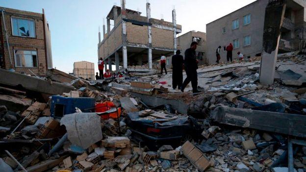 حرکت ۵۰ کامیون کمکهای مردمی به سمت مناطق زلزلهزده کرمانشاه