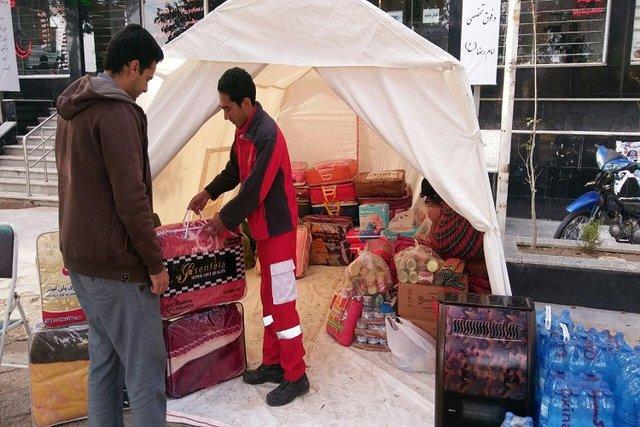 ارسال آب وچادر وتجهیزات پزشکی از زنجان به کرمانشاه