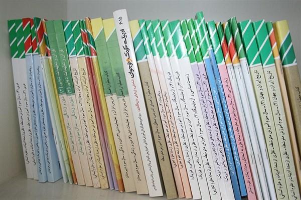توزیع کتابهای درسی برای دانشآموزان مناطق زلزلهزده