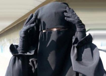 لحظه بازگشت عروس داعشی قزاقستانی به سرزمین مادری +فیلم
