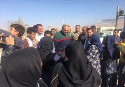 گزارش فوتبال یکی از مصدومان زلزله در حضور جواد خیابانی + فیلم
