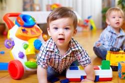 رفتار زننده دو مربی مهد کودک با کودکان+ فیلم