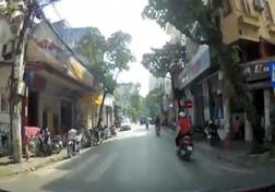 باشگاه خبرنگاران - آتش گرفتن یک موتورسیکلت با دو راکب + فیلم