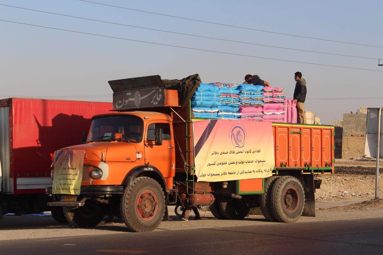 ارسال محموله کمکهای انجمنهای صنفی دفاتر پیشخوان دولت به زلزلهزدگان
