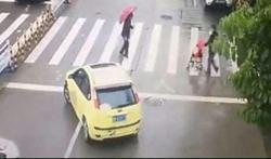 رانندهای که با عمل انساندوستانهاش مورد تمجید کاربران قرار گرفت + فیلم