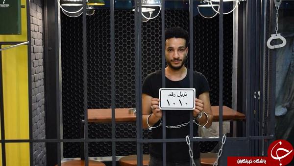 رستورانی که مشتری های آن مانند زندانی ها در سلول غذا می خورند+تصاویر