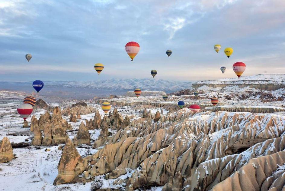 پرواز بالون ها از دریچه لنز دوربین+تصاویر