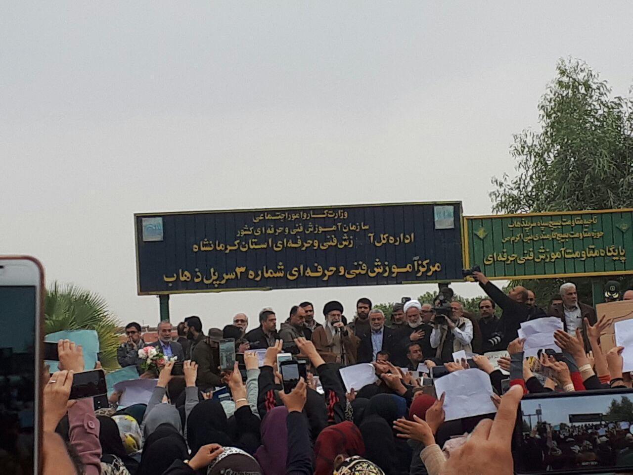 انقلاب برای دیدار با مردم داغدار و مصیبت زده کرمانشاه، وارد مناطق ز له زده شدند