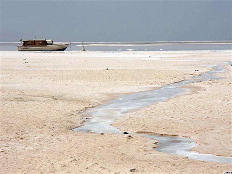 اگر تثبیت نبود دریاچه ارومیه به طور کامل خشک می شد/ آخرین تراز دریاچه ارومیه 18/1270 مترمکعب آب است