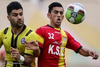دیدار تیمهای فوتبال فولاد خوزستان و پارس جنوبی جم