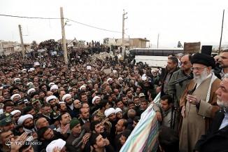 بازدید سرزده مقام معظم رهبری از مناطق زلزلهزده استان کرمانشاه