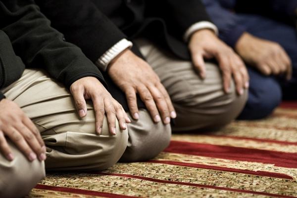 حکم شرعی خواندن نماز فرادی در حین برگزاری نماز جماعت